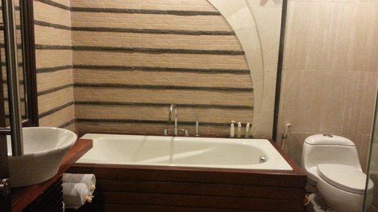 The Bali Dream Villa & Resort: Bathtub deluxe room