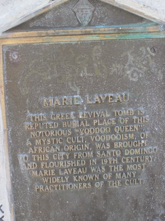 New Orleans Historic Voodoo Museum: marie laveau tomb