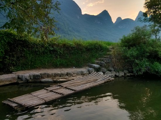 CTN Karst Inns: bamboo raft