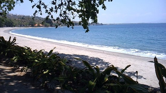 Pool Villa Club Senggigi Beach Lombok : beach at pool villa club
