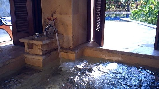 Pool Villa Club Senggigi Beach Lombok : jacuzzi
