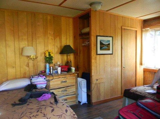 Tioga Pass Resort : motel room 1 view from front door