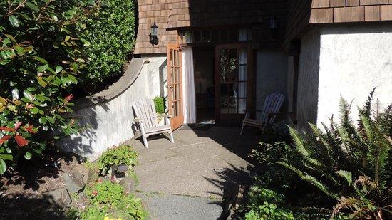 Arch Cape Inn & Retreat : Private patio
