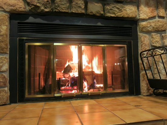 North Shore Lodge: the burning fireplace