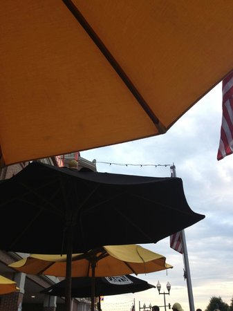 Capi's Italian Kitchen: patio view