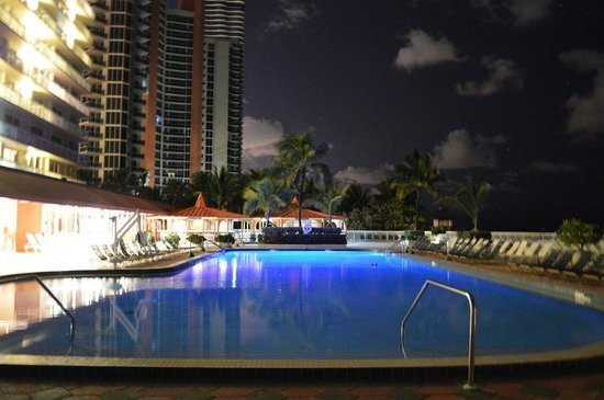 Sunny Isles Beach, Floride : A relaxing warm night.