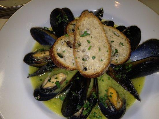 Cantinetta Adorno: ムール貝の白ワイン蒸し
