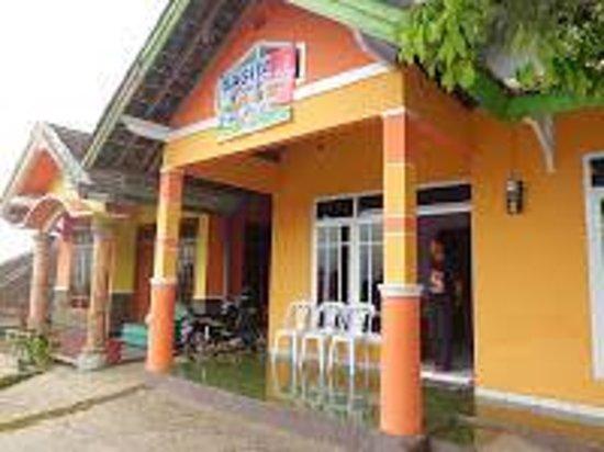 Batu Paradise : rumah depan homestay sagita