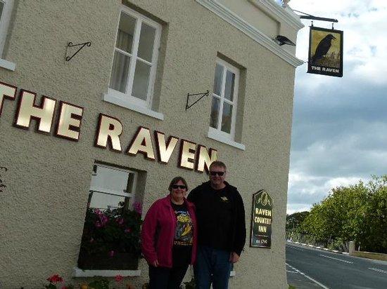The Raven Pub: Outside the pub