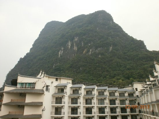 Tangrenjie Hotel: View of Mountains from my room