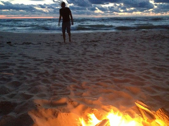 Lakeside Inn : The beach at dusk