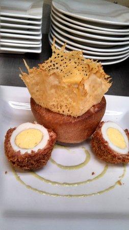 Kingfish Inn: Scotch eggs and fresh pop over