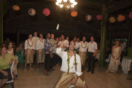 Le Lagoto Resort & Spa: Throwing the garter