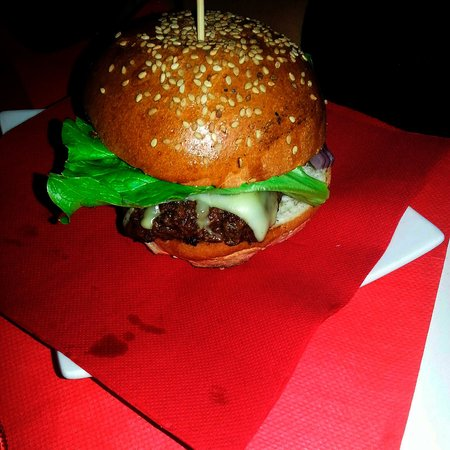Astor Cafe: A nice and juicy burger