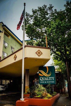 Quality Inn & Suites Seattle: Front entrance