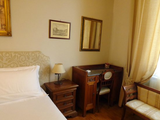 Locanda dei Guelfi B&B: Neat and elegant room
