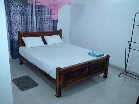 Avinka Holiday Home: Spacious room and comfortable bed