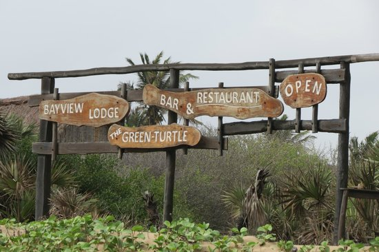 Bay View Lodge: Signs for Bayview and the Green Turtle on the beach
