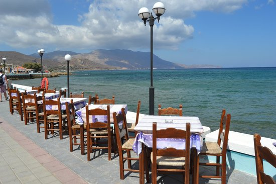 Crystal Bay Hotel: Very nice restaurants with sea view - I recommend to go for romantic dinner :-)