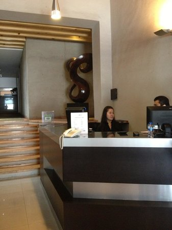 Exe Cities Reforma: front desk