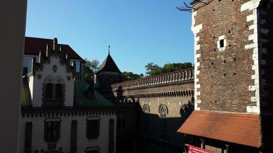 Hotel Polski Pod Bialym Orlem : old town walls