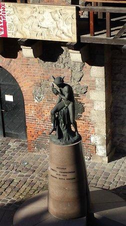 Hotel Polski Pod Bialym Orlem : statue of mercury