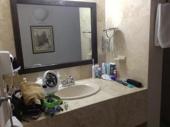 Club El Moro: Vanity in hallway