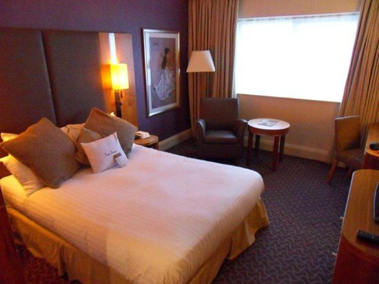 DoubleTree by Hilton Hotel Sheffield Park: bed2