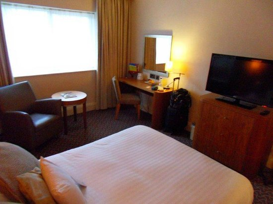 DoubleTree by Hilton Hotel Sheffield Park: Bed1