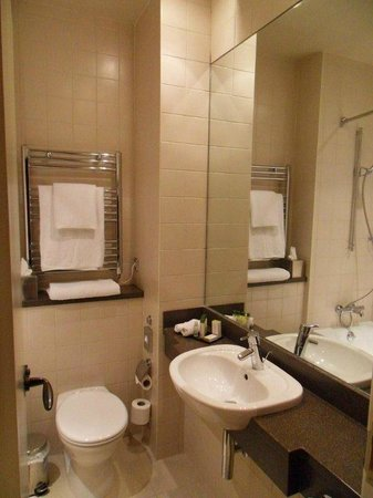 DoubleTree by Hilton Hotel Sheffield Park: bath