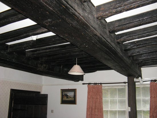 Church Farm Guest House: Roof Beams in Lounge