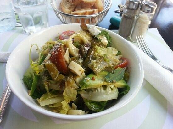 Oly's : salade (petite 40dhs)