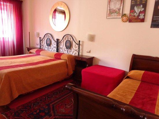 Al Colonnato di San Pietro Bed and Breakfast: King bed plus single bed