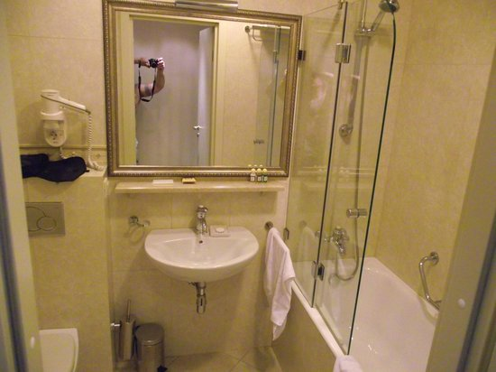 Tradition Hotel: bathroom