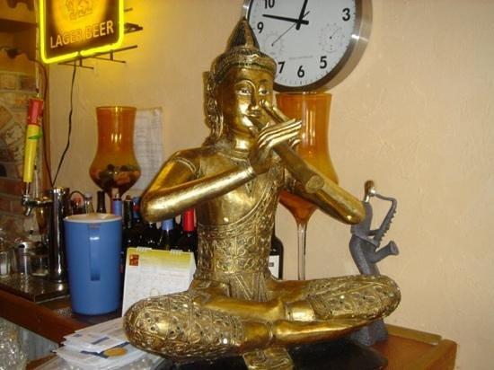 Pacific Thai Cuisine: happy statue
