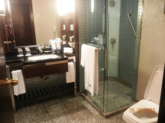 The Westin Grande Sukhumvit: Class door Shower