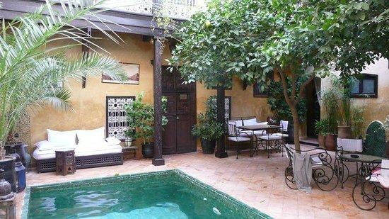 Riad du Petit Prince : espace piscine