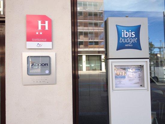 Ibis budget nimes centre gare hotel n mes france voir for Ibis budget douche dans la chambre