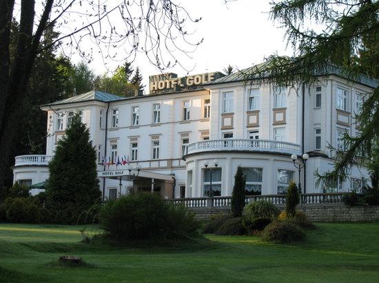 Parkhotel Golf: hauptgebäude rechte Seite