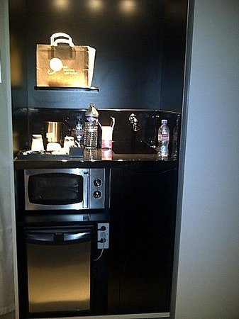 Novotel Suites Paris Issy les Moulineaux: Kitchenette area