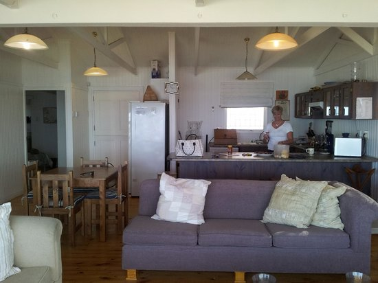 Point Village Guesthouse & Holiday Cottages: Typically beach cottage decorated!
