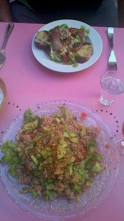 L'Appart : Salade de crabe et salade avec bacon et chèvre chaud