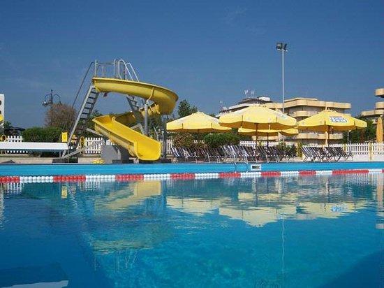 Club Family Hotel Executive: Bagno Marconi con piscina, piccolo scivolo e Open Bar e molto altro ancora