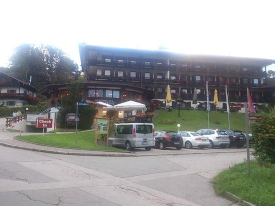 Treff Alpenhotel Kronprinz Berchtesgaden: Outside the Hotel