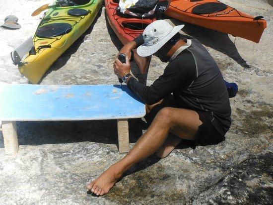 Sea Kayak Milos: Lunch is prepared