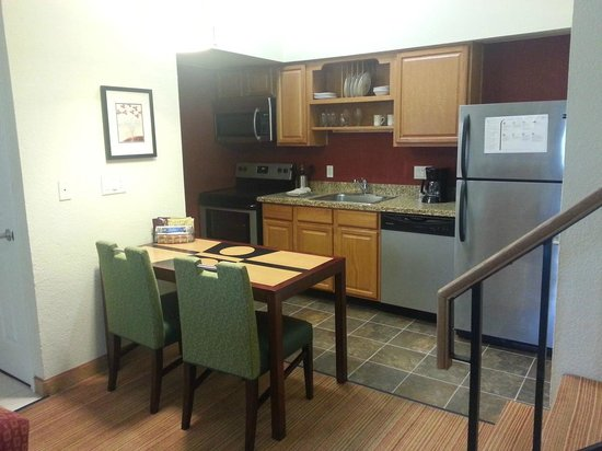 Residence Inn Sunnyvale Silicon Valley I : The kitchen in room 1024