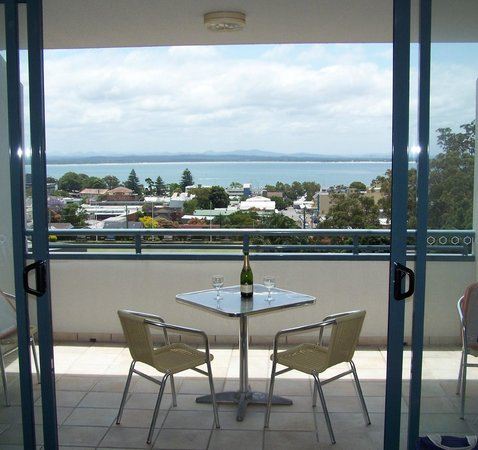 The Landmark Nelson Bay: Enjoy alfeso dining with champagne on the private balcony