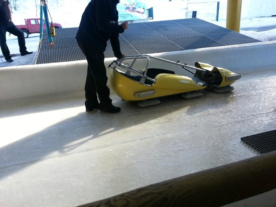 Bobsleigh La Plagne : This is the Solo Bob about to Launch