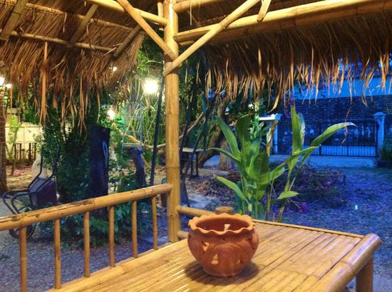 Magical Garden Cafe: Located just behind the back entrance of Wat Suandok