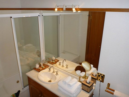 Hamurana Lodge: bathroom